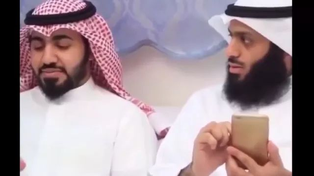 Does he see anything on my smartphone screen?
