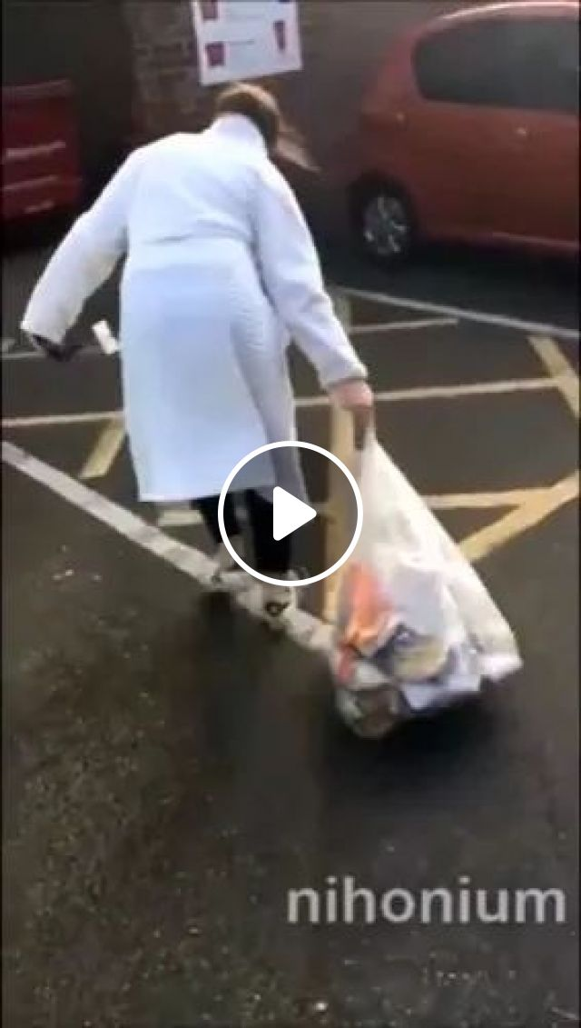 on the street, woman dumped garbage in trash, street, women, fashionable clothes, fashion shoes, trash, trash, cars