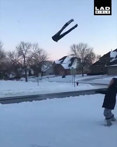 Fashionable pants can stand on snow
