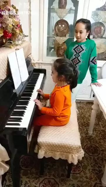 Aiooo Silver!little girl playing piano