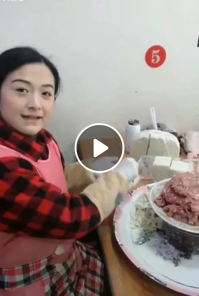 Fast Hands On Wrapping Wonton - Video & GIFs | Cute girls, fashionable clothes, cooking tools, delicious food