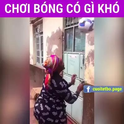 old woman performed very professional soccer skills - Video & GIFs | old lady, performances, soccer skills, very professional, sports, football, fashion clothes