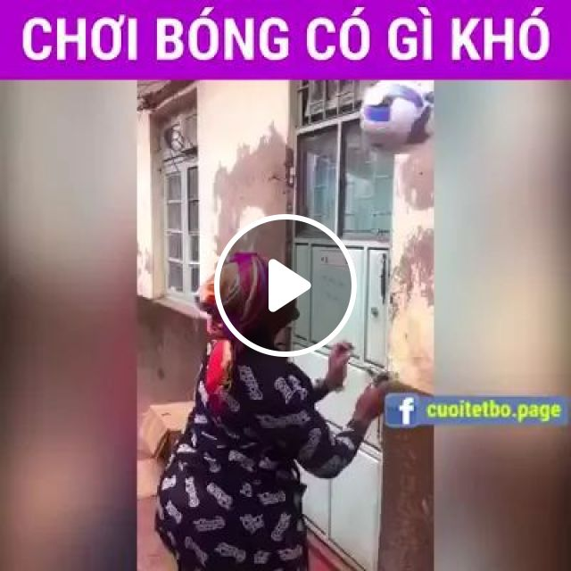 old woman performed very professional soccer skills, old lady, performances, soccer skills, very professional, sports, football, fashion clothes