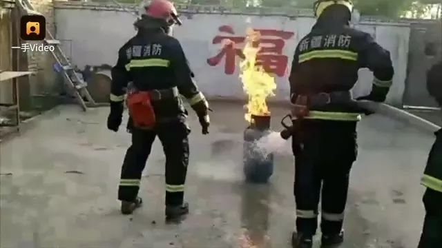 Firefighters and gas cylinders are on fire