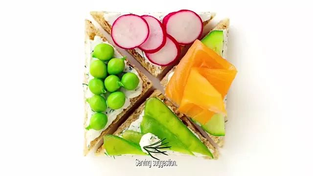 Cake combined with fruit looks very nice and delicious, very good for health