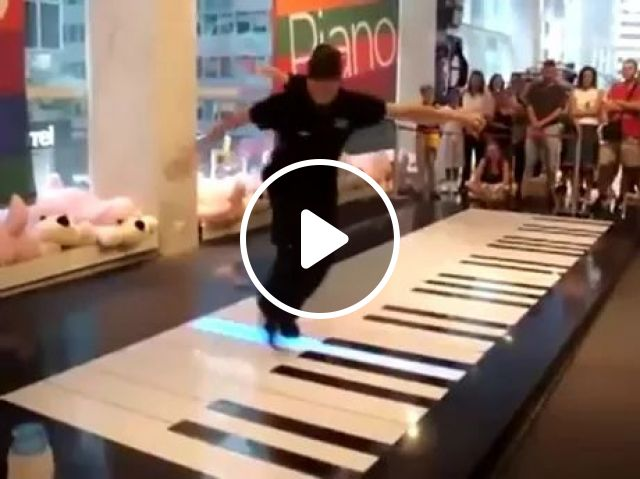 Pianists perform in shopping malls, Performing pianists, shopping centers, musical instruments