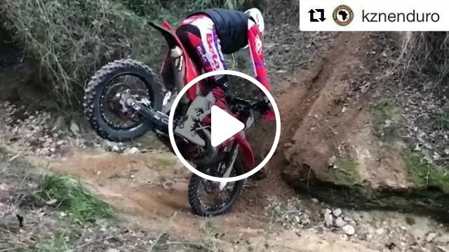 Man driving sports motorcycle through obstacles, Talented men, sports clothes, sports shoes, safety helmets, sports machines, obstacles