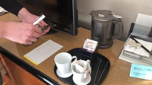 Japan travel, Instant coffee pour over in Japan hotel