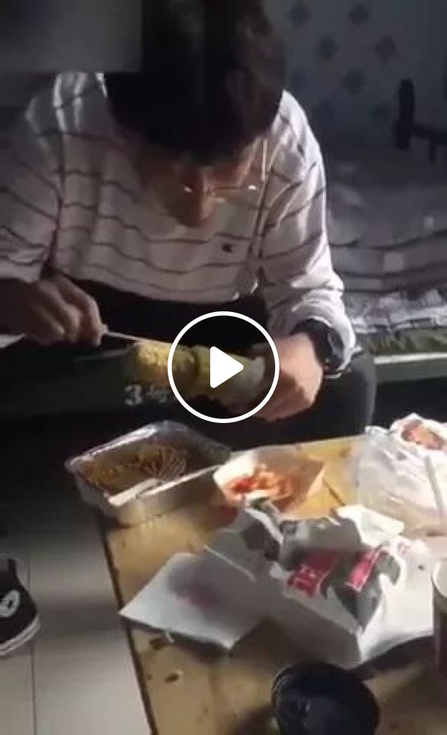 This Dude Is Living 2090 ,and We All In 1970 - Video & GIFs   young man, glasses, eat, corn, smart