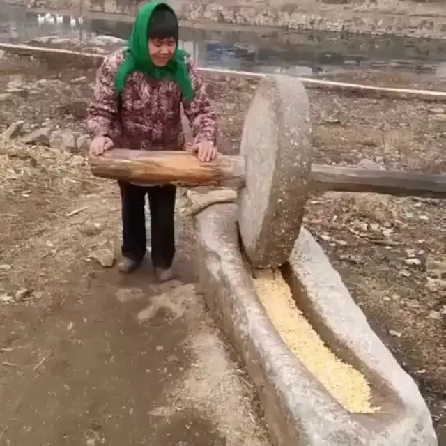 woman used stone to grind corn