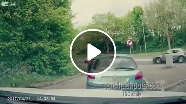 In Street, Luxury Cars Are Scratched And Angry Men - Video & GIFs | streets, luxury cars, luxury cars, car insurance, damaged cars