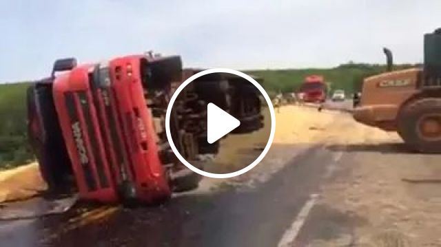 Rescue team pulled tractor truck tipped over road, Rescue teams, tractor trucks, luxury vehicles