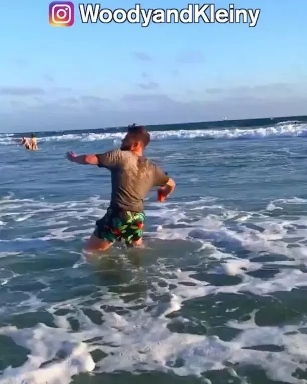 brave man saves smartphone at beach