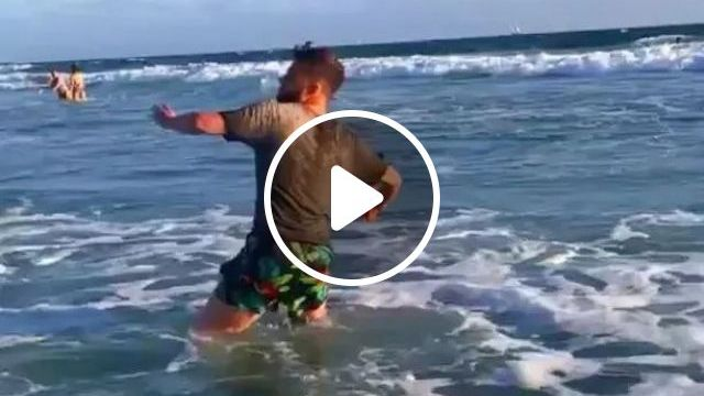 brave man saves smartphone at beach, Brave men, smartphones, beaches travel, Canada travel