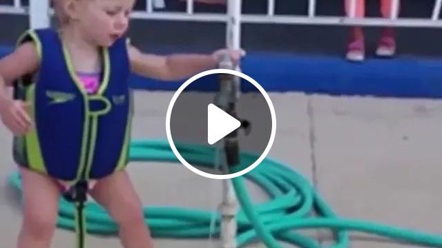 baby tries to use tap on the beach, Cute babies, fashion children clothes, plastic water pipes, stainless steel faucets