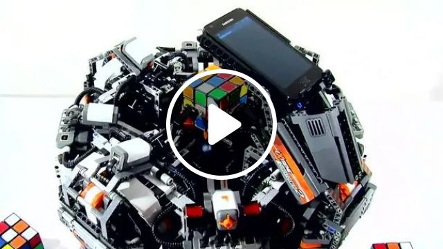machine automatically sorts rubik in a very fast time, recorded by smartphone