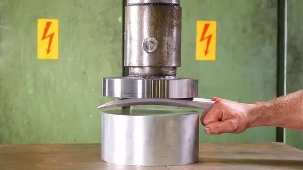 Check iron nails by hydraulic machine