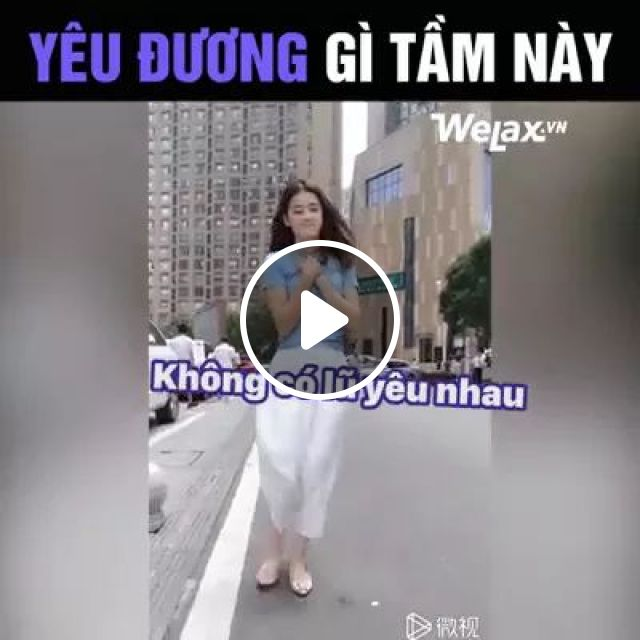 girl does not want people to be happy on the street, girls, women fashion, street, city, luxury buildings, luxury cars, luxury vehicles