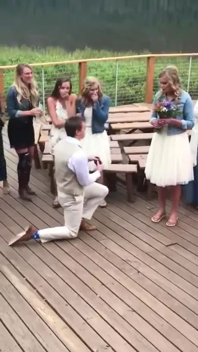 Bride gives flowers to agirl and results. - Video & GIFs   Wedding organization, wedding flowers, flowers, bridesmaids, fashion wedding dresses