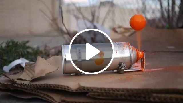 Spray paint bottle with ball table