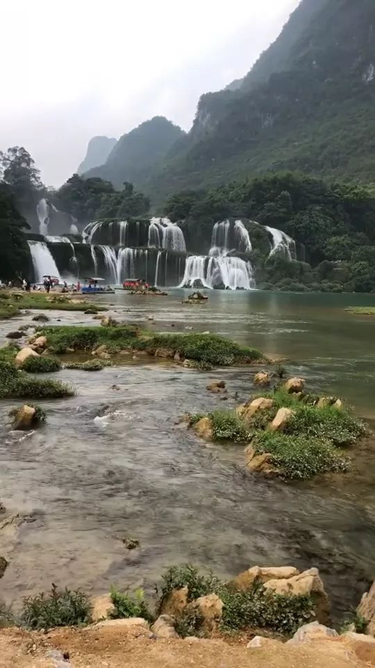 Mountain tourism in Cao Bang Vietnam - Video & GIFs | mountain tourism,cao bang,vietnam travel,beautiful scenery
