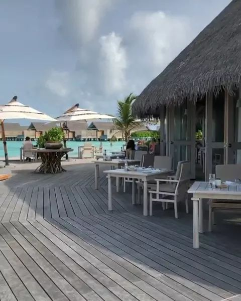 Breakfast in one of my favorite places in world Maldives - Video & GIFs   nature,travel,beautiful scenery,milaidhoo island,maldives travel,sea travel