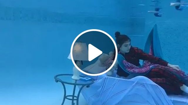 Summer Is Coming, I Have A Place To Rest - Video & GIFs | summer, hot, holiday, cooling, pool