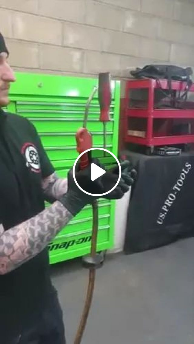 Have You Ever Seen A Floating Screwdriver - Video & GIFs | pneumatic machines, installation tools, workers, screws