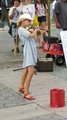 Amazing.., young girl playing Despacito on a violin - Video & GIFs   young girl, fashion dress, violin performances, American travel