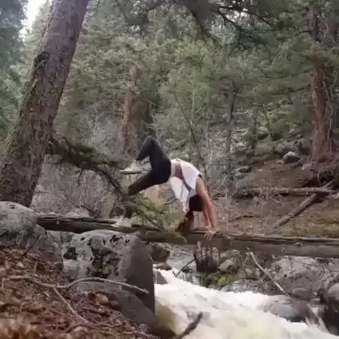 In forest, fresh air is very good for women to exercise yoga to protect their health