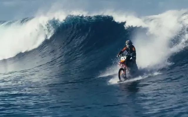 Sports motorcycle running on water - Video & GIFs   red camera 4k resolution,telescope,sports motorcycle,motorcycle parts,technology