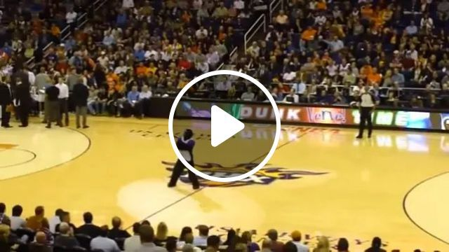 Boys Performed Basketball In Middle Of Match - Video & GIFs   Boys, sports fashion, sports shoes, performances, basketball