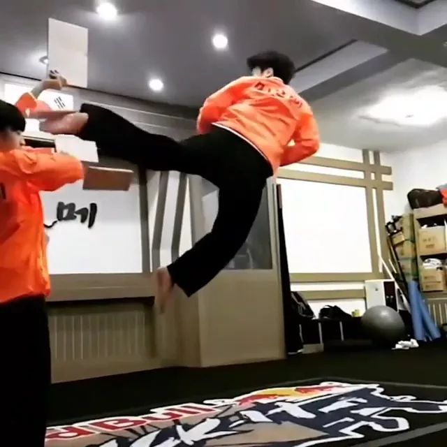 Martial arts performances in air