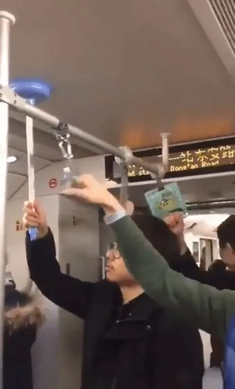 Smart man on the Chinese subway