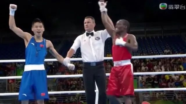 Who is winner in this boxing match