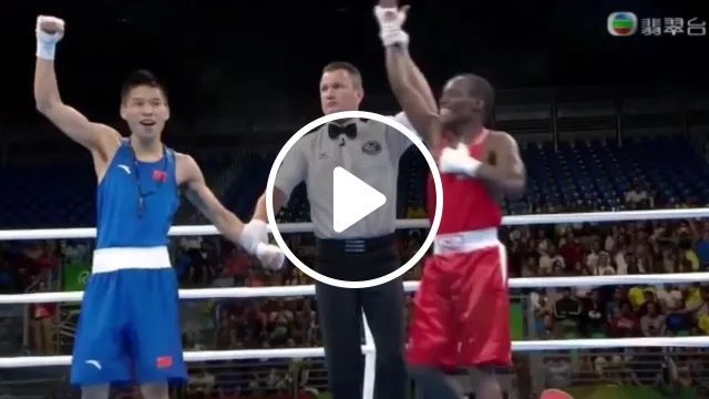 Who is winner in this boxing match, boxing, sports clothes, sports shoes, spectators