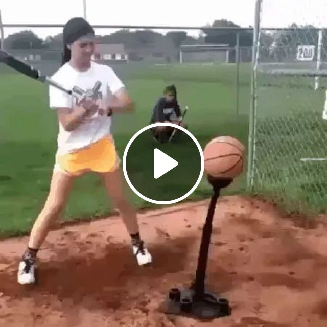 She checks hardness of ball, Beautiful girl, baseball bat, basketball, hardness test, women's fashion clothes, fashion shoes
