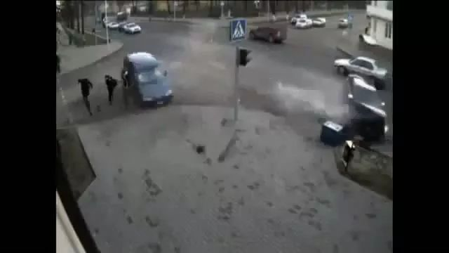 a man is lucky to escape accident on the street