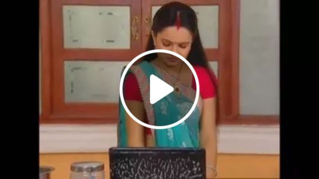 Woman cleaning laptop with water and soap in kitchen, woman, female fashion, cleaning, laptop, soapy water, luxurious interior, làm việc nhà